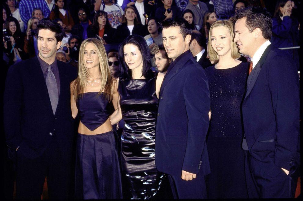 PHOTO: Cast of television series Friends: (L-R) David Schwimmer, Jennifer Aniston, Courteney Cox, Matt LeBlanc, Lisa Kudrow and Matthew Perry at Screen Actors Guild Awards.