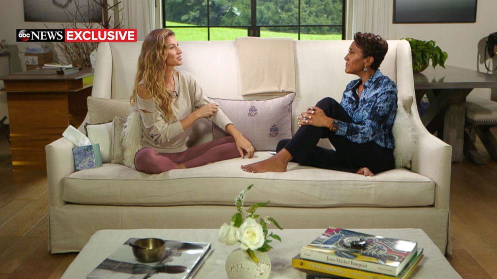 PHOTO: Good Morning America anchor Robin Roberts interviews Gisele Bundchen about her new book, Lessons.