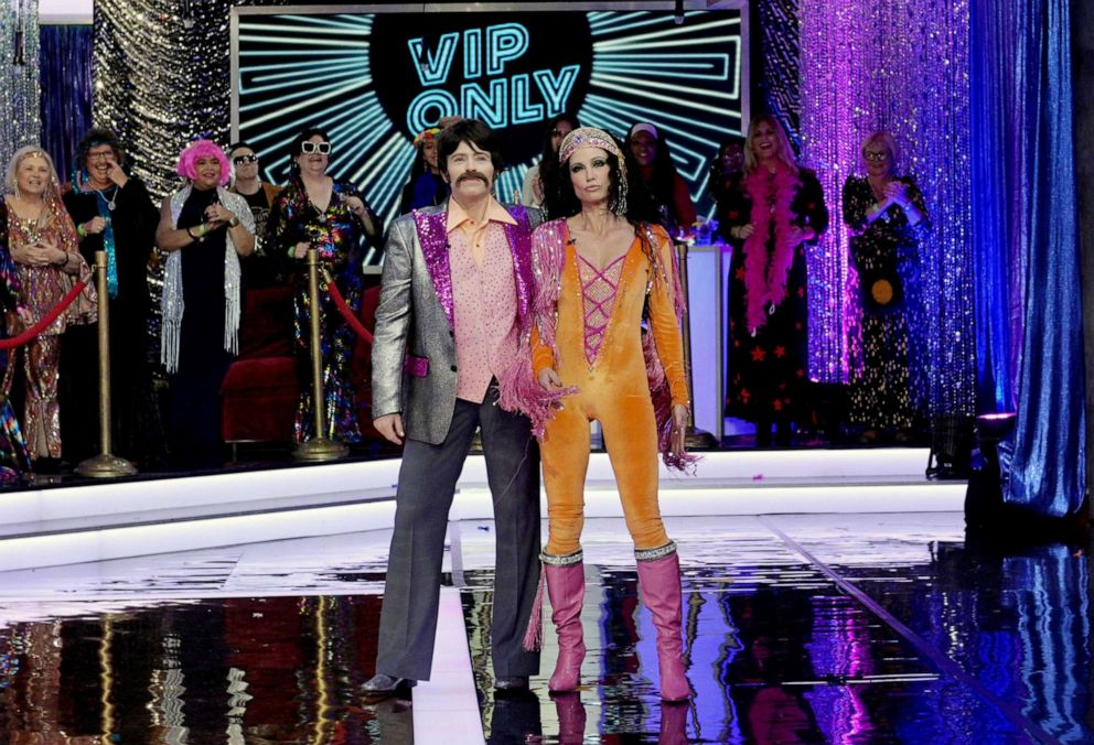 Gma Sara Haines Halloween Costume 2020 Good Morning America' goes groovy for a '70s Halloween party   ABC