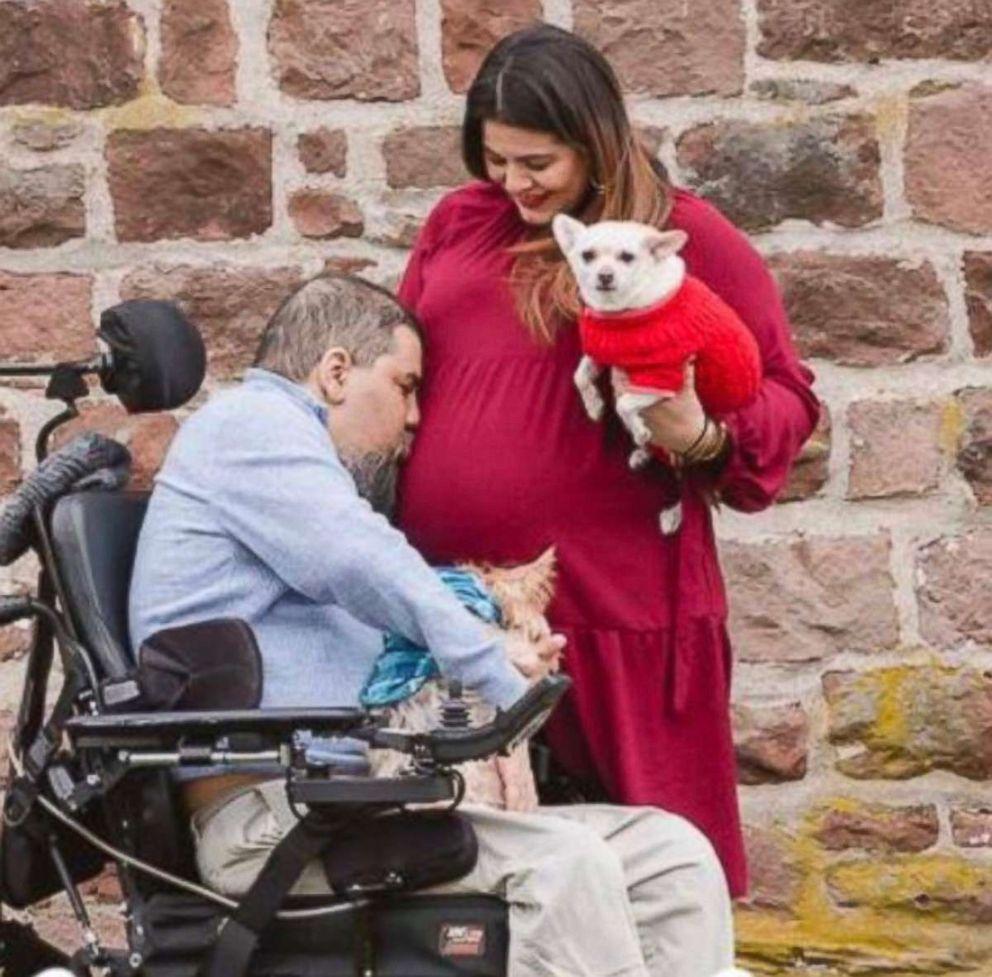 PHOTO: Visnu Gonzalez and Sahily Machado pose together during Machado's pregnancy.