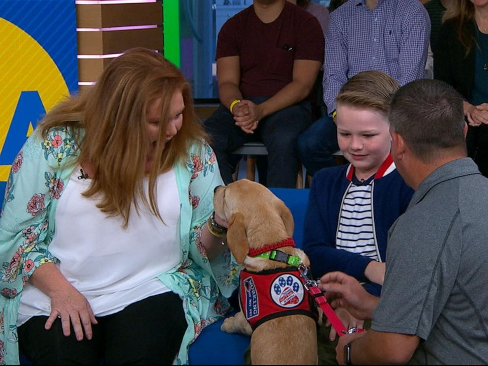 PHOTO: Brooke Morgan and her 9-year-old son Eli, who has type 1 diabetes, meet their new diabetes alert dog.