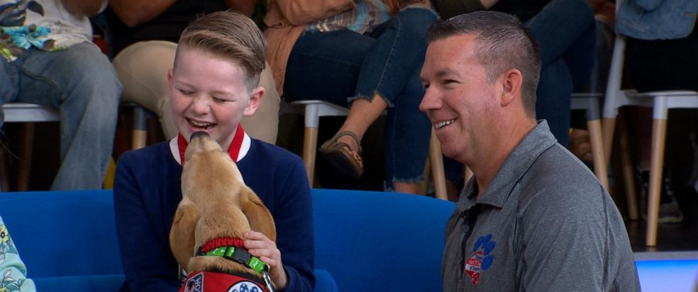 PHOTO: Eli Morgan, who has type 1 diabetes, meets his new diabetes alert dog.