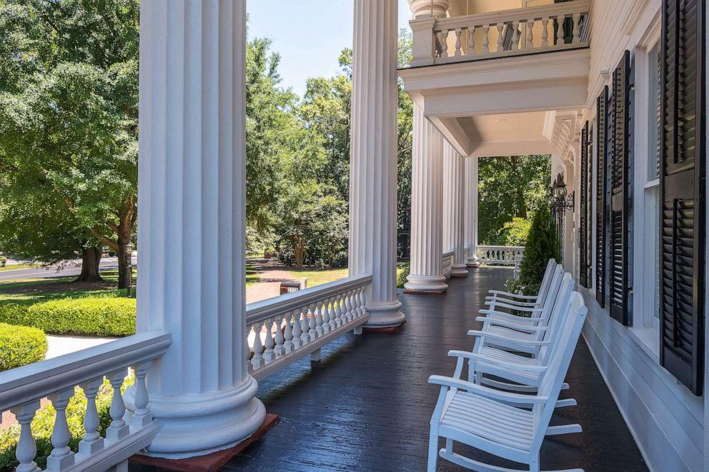 This mansion inspired the one in 'Gone With the Wind' and ...