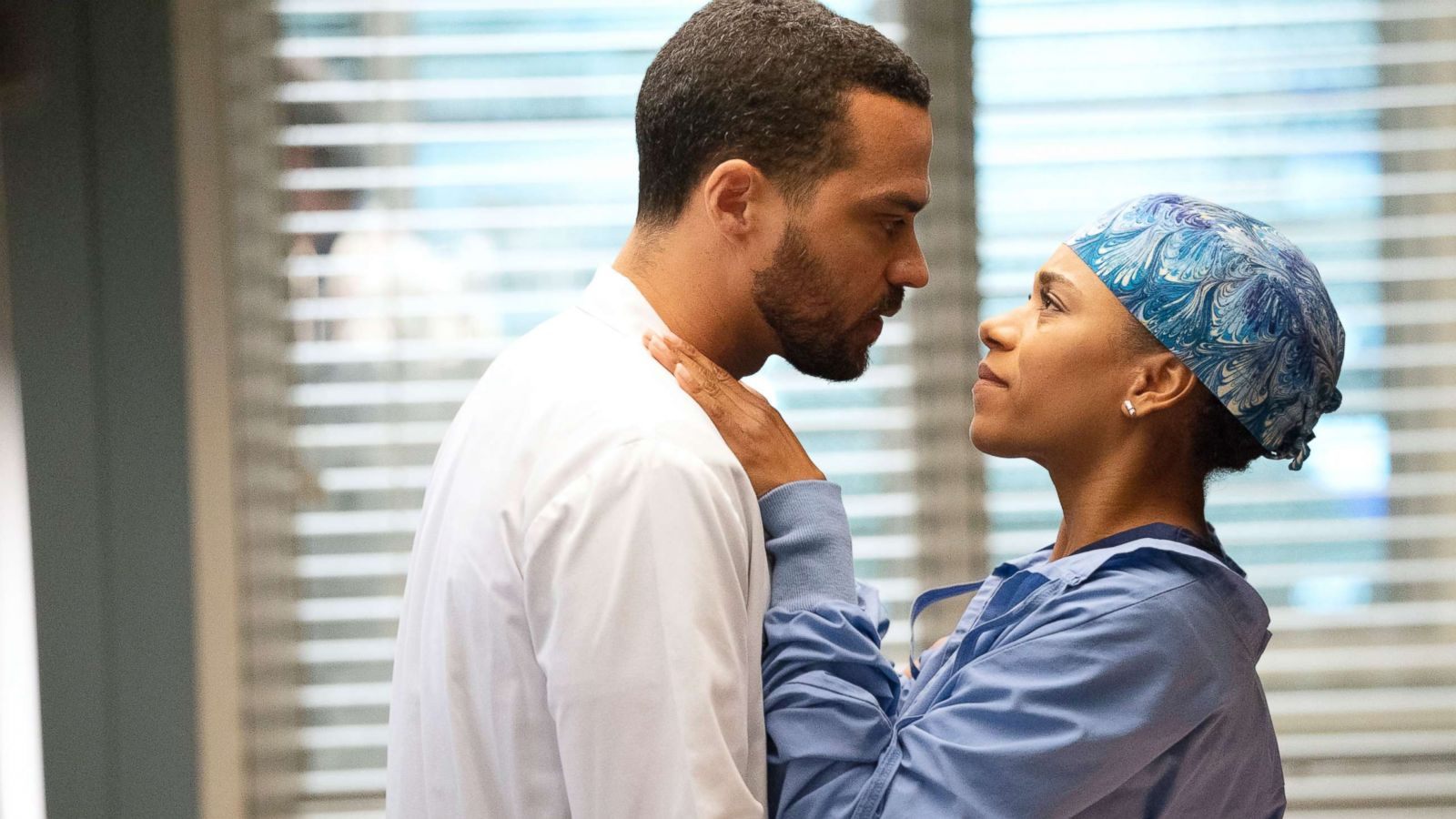 Grey S Anatomy Cast Reflect On The Show S Most Iconic Love Stories Abc News
