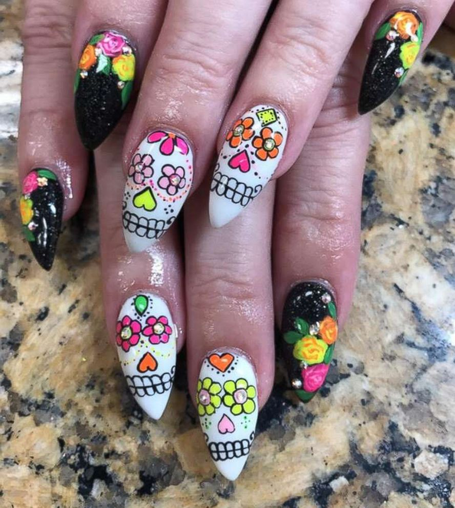 PHOTO: She painted Day of the Dead sugar skills on this womans nails.