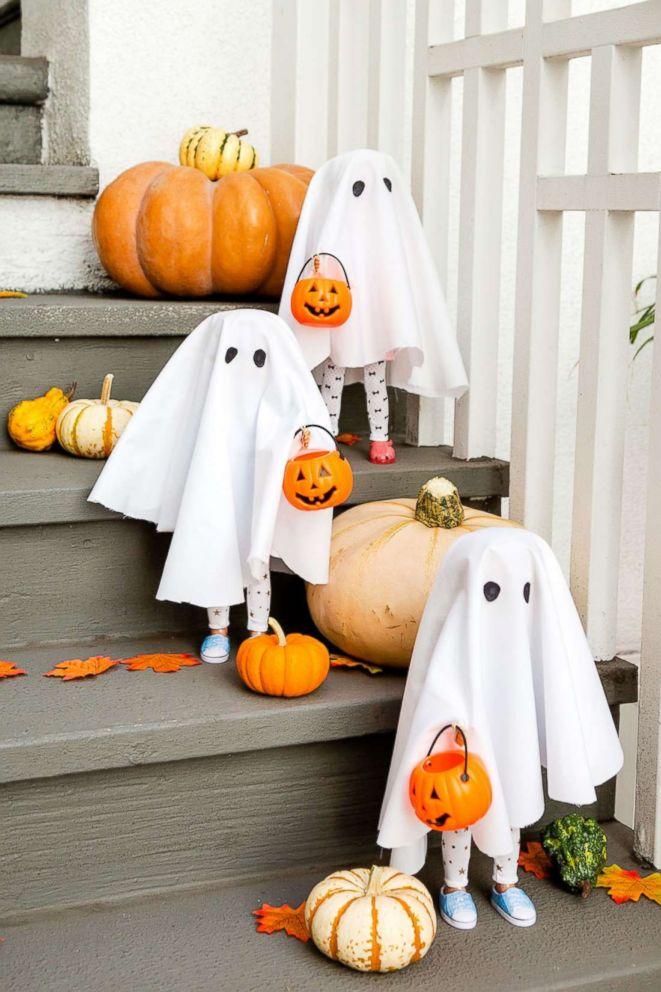 PHOTO: Halloween trick-or-treat dolls.