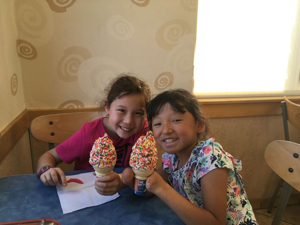 PHOTO: Sara Hinesley, right, enjoys an ice cream cone with her older sister, Veronica Hinesley.