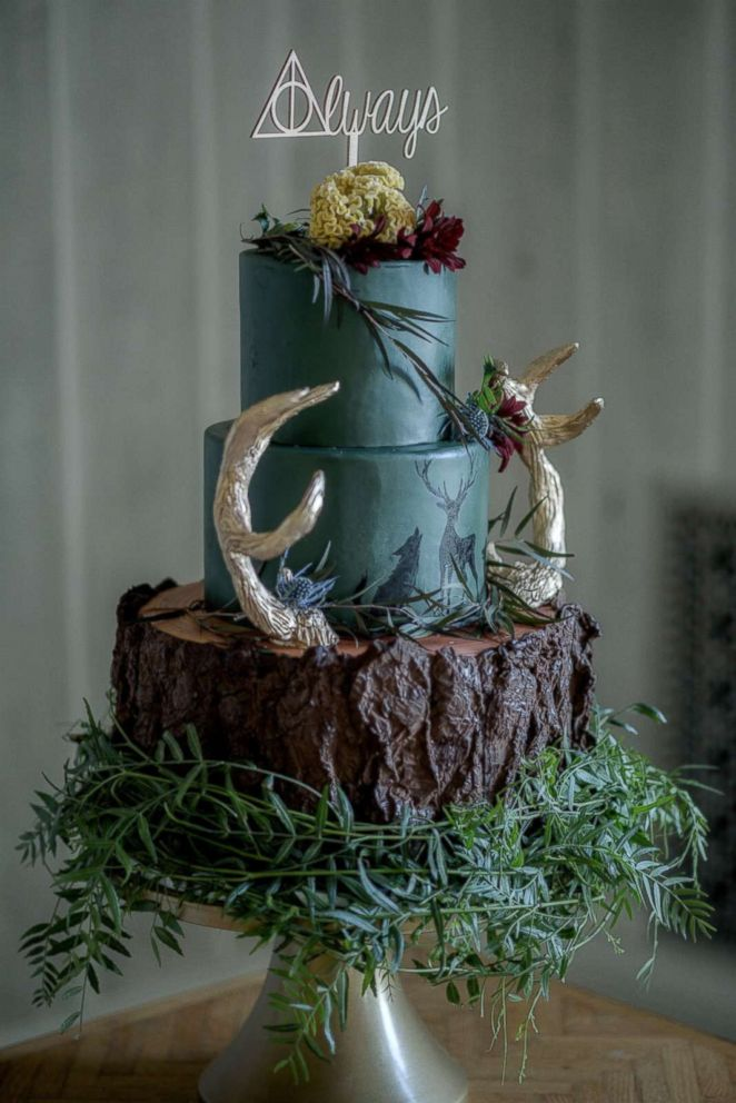 PHOTO: Sugar Lab Bake Shop created an extraordinary wedding cake.