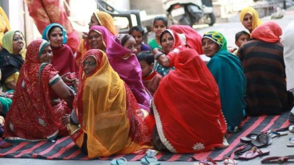 Rajasthani women gather on the street for chai.