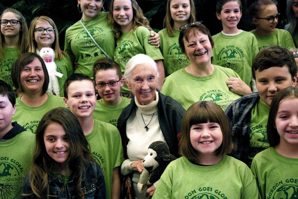 PHOTO: Jane Goodall with members of the Gordon Roots & Shoots group from Michigan.