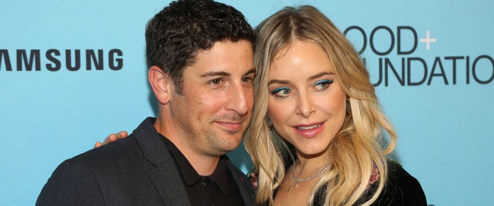 jason biggs attempts jenny mollen s impressive lunchbox game and the