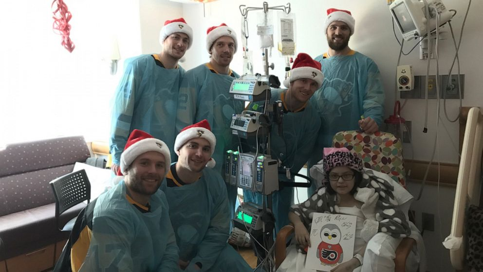 PHOTO: Members of the Pittsburgh Penguins visit Jaycee in the hospital after she got a multivisceral transplant.