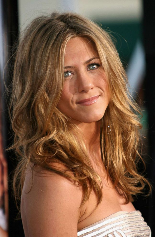 PHOTO: Actress Jennifer Aniston arrives to Universal Pictures world premiere of the film The Break-Up at the Mann Village Theatre, May 22, 2006, in Westwood, Calif.