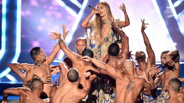 Jennifer Lopez receives MTV Video Vanguard, stuns crowd with epic 15-minute performance