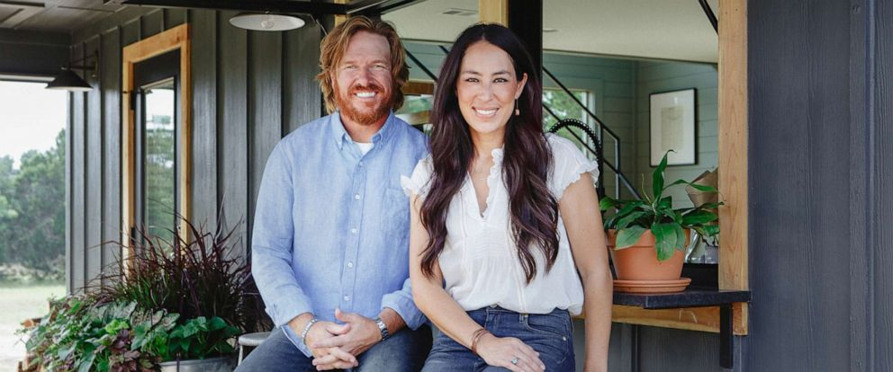 "PHOTO: Chip and Joanna Gaines are pictured in a promotional image for their HGTV show, ""Fixer Upper."""