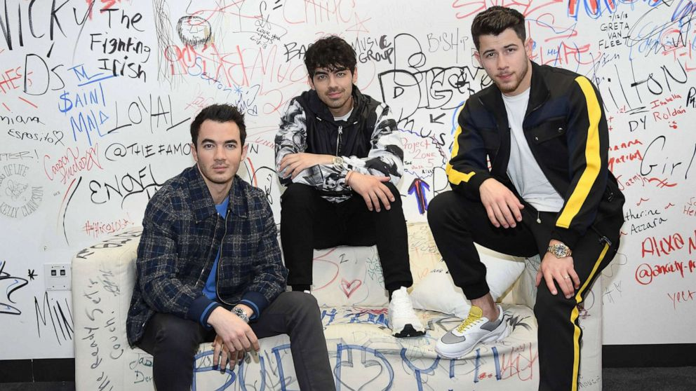 Jonas Brothers' new 'Sucker' music video features their leading ladies