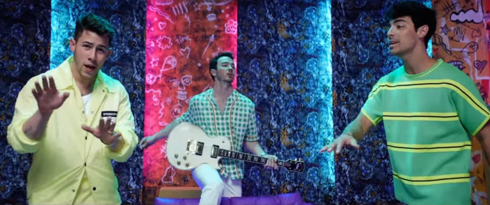"""PHOTO: The Jonas Brothers perform in a scene from the collaborative video by Sebastian Yatra, Daddy Yankee and Natti Natasha for """"Runaway ft Jonas Brothers."""""""