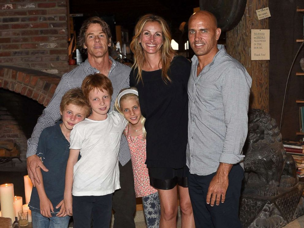 PHOTO: Daniel Moder, Julia Roberts, Kelly Slater, Phinnaeus Moder, Henry Daniel Moder and Hazel Moder attend an event on Aug. 29, 2015, in Malibu, Calif.