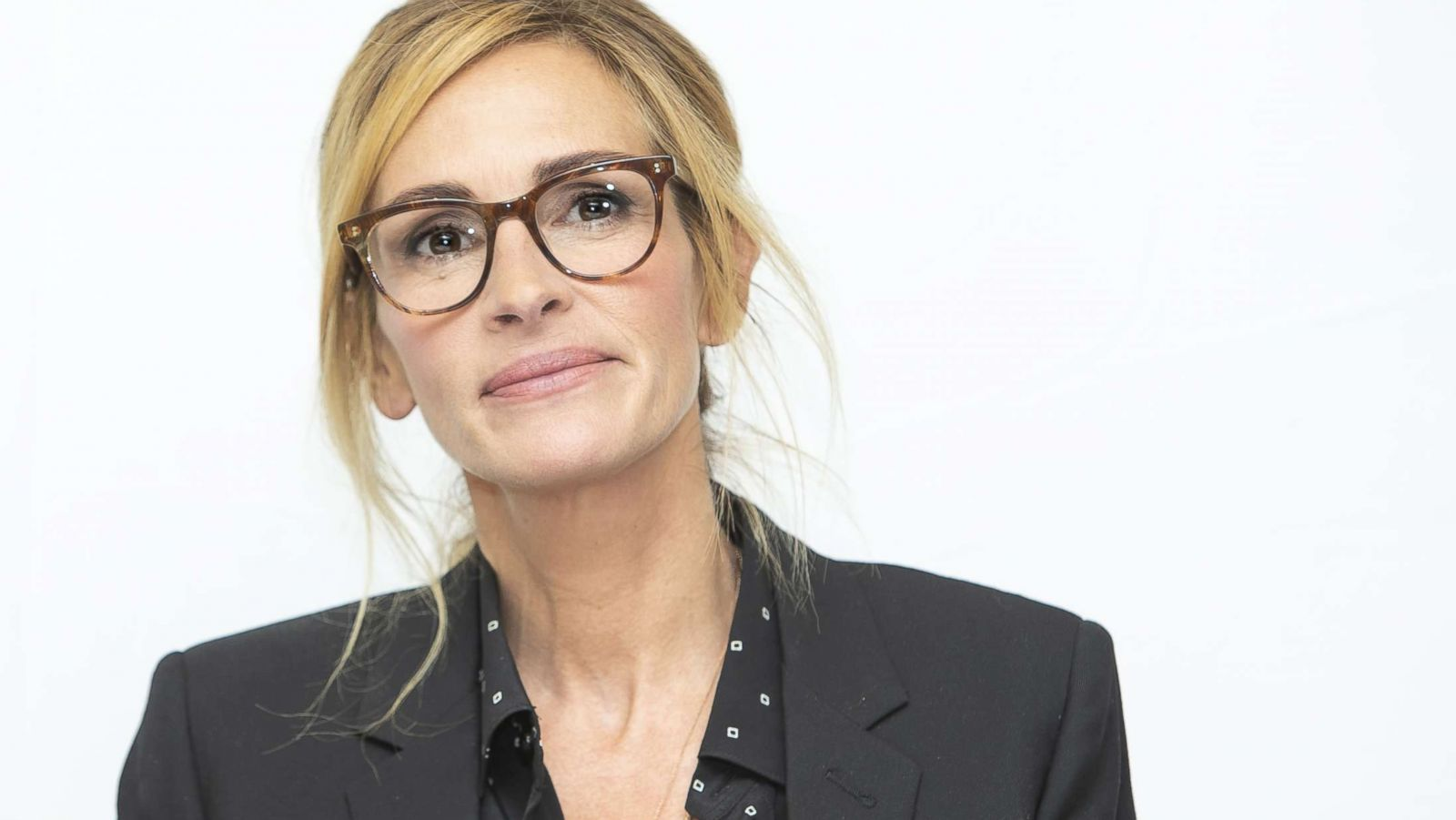 Julia Roberts talks ageism and gender parity in Hollywood - ABC News