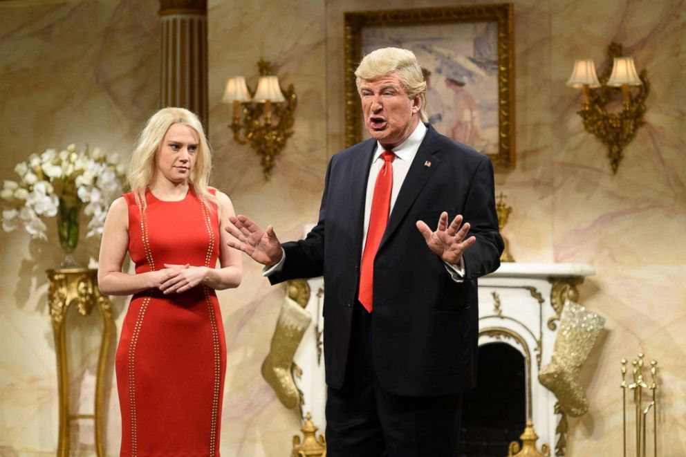 PHOTO: Kate McKinnon as Kellyanne Conway and Alec Baldwin as Donald Trump during the Donald Trump Christmas Cold Open sketch on Dec.17, 2016.
