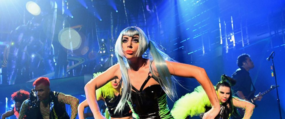 lady-gaga-gty-ml-181231_hpMain_12x5_992.