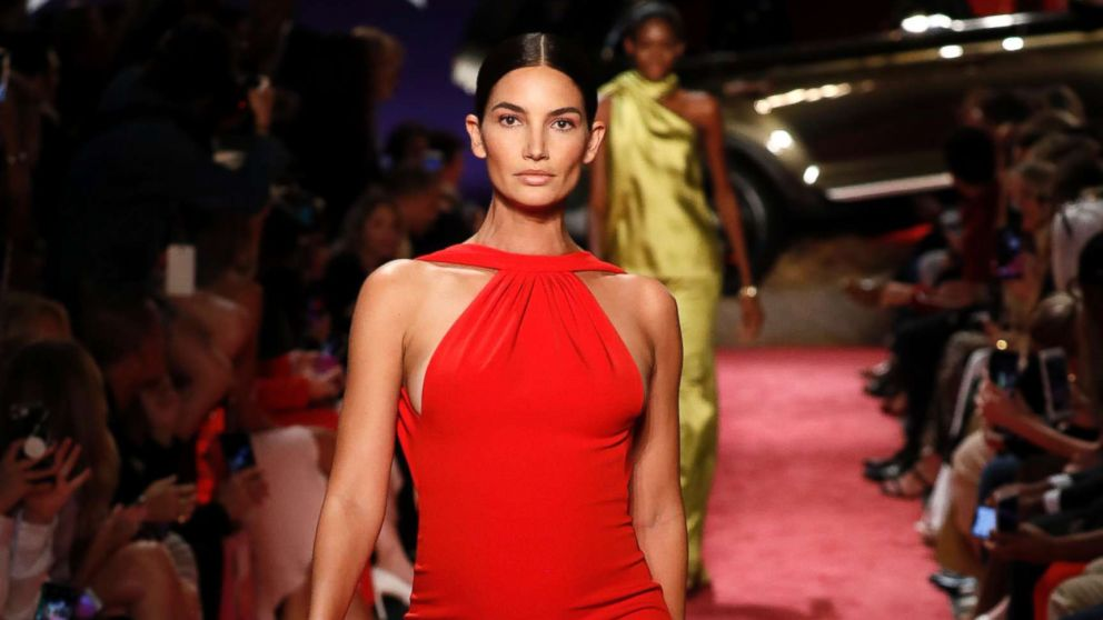 Lily Aldridge Struts Down Runway 5 Months Pregnant During New York Fashion Week Abc News