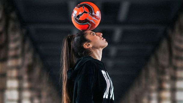 French freestyler Lisa Zimouche is kicking things up a notch in the world of soccer
