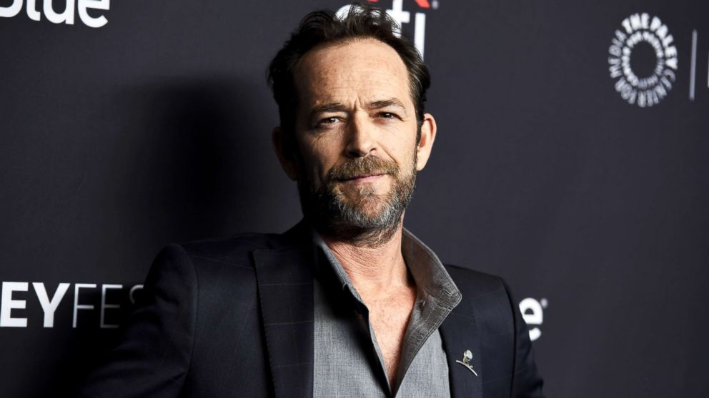 Celebrities, co-stars react to death of Luke Perry at 52 after massive stroke thumbnail