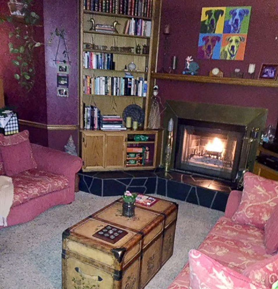 20d6743fb8f PHOTO  The den in Margie Hodges California home is pictured after she  appeared on Tidying