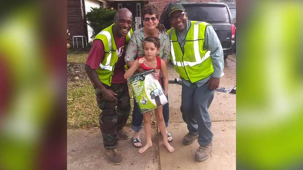 Texas girl who loves trash day becomes best friends with these unlikely community heroes