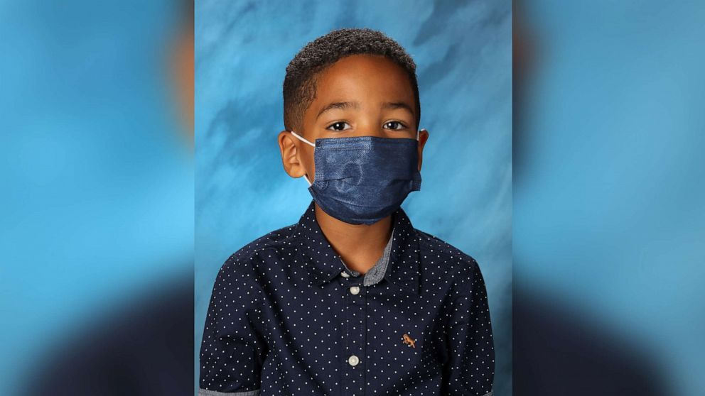 6-year-old boy goes viral for wearing mask in school photo because mom told him to