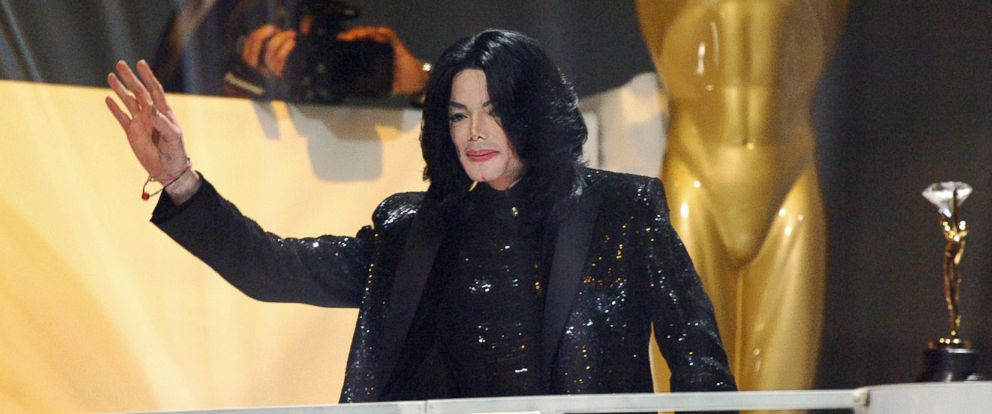 PHOTO: Michael Jackson receives the Diamond Award during the 2006 World Music Awards, Nov. 15, 2006, in London.