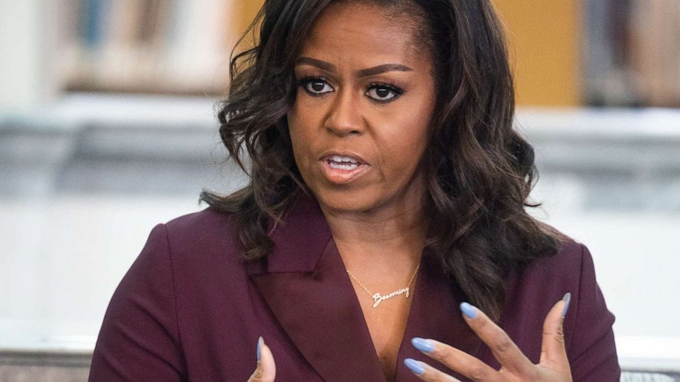 Michelle Obama surprises students to talk about memoir ...