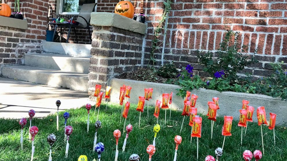 Mom's front yard 'candy sticking' hack could save Halloween
