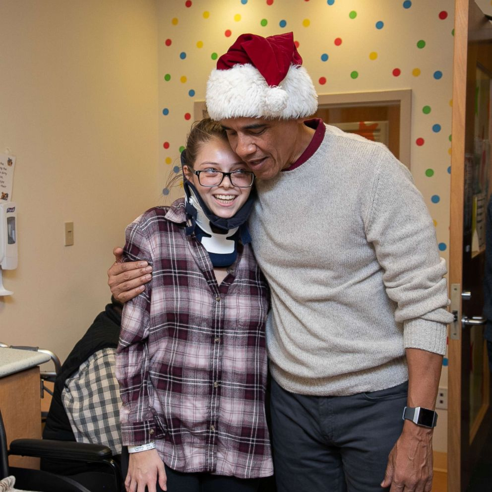 'Santa' Obama pays visit and gives out gifts at DC children's hospital
