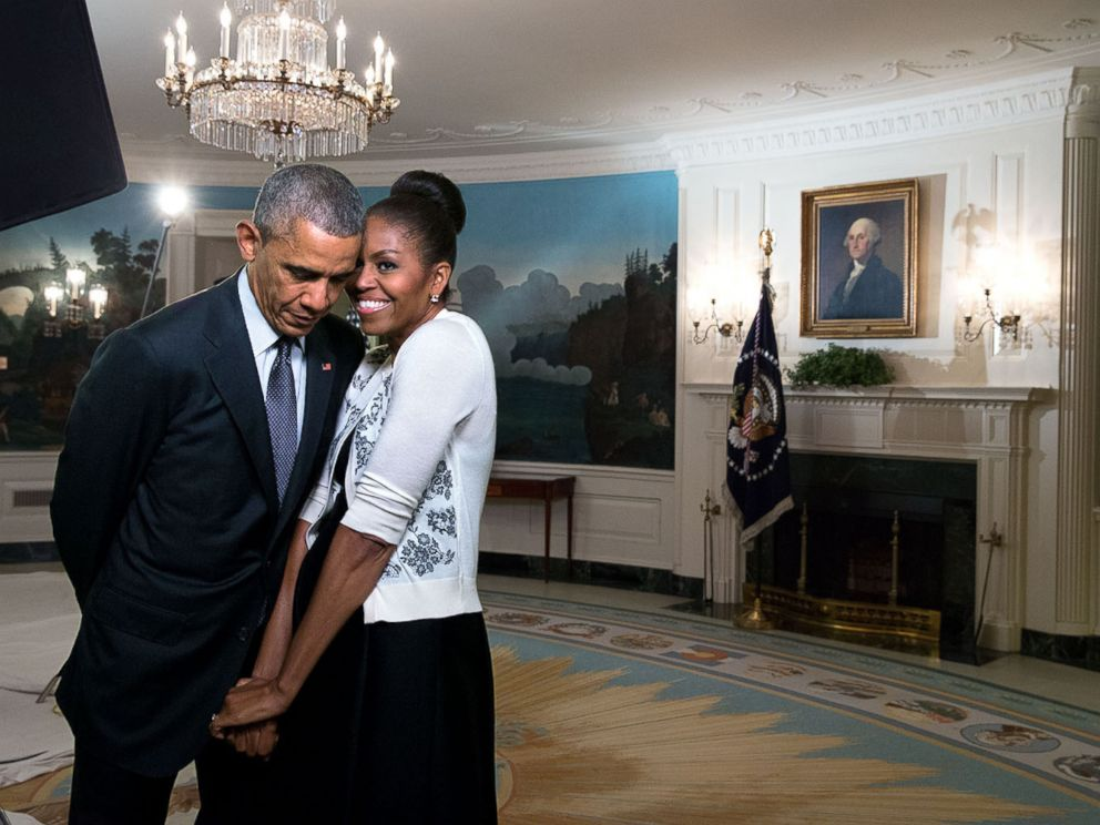 Barack Obama Celebrates Michelle Obama In Romantic Book Plug