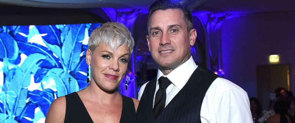 "PHOTO: P!nk and Carey Hart attend Autism Speaks ""Into The Blue"" Gala at Beverly Hills Hotel, Oct. 4, 2018, in Beverly Hills."