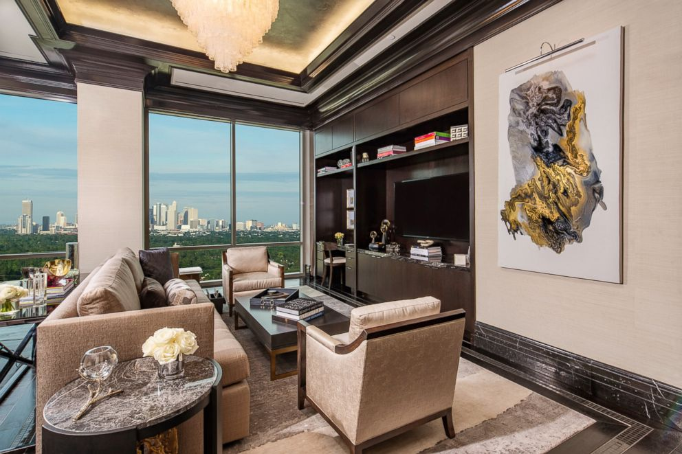 It 39 s texas size luxury at the post oak hotel at uptown - Two bedroom suites in houston tx ...