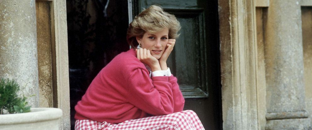 PHOTO: Princess Diana sits on the steps of her home in Highgrove, Gloucestershire, England, July 18, 1986.