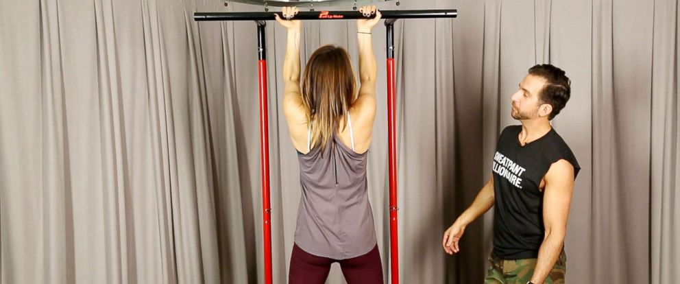 """PHOTO: """"Good Morning Americas"""" Ginger Zee challenges herself to do the perfect pull-up in the new year."""