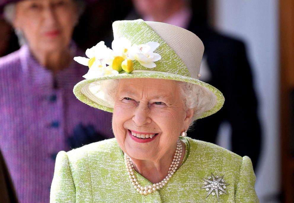 PHOTO: Queen Elizabeth II visits Hauser & Wirth on March 28, 2019 in Bruton, Somerset, England.