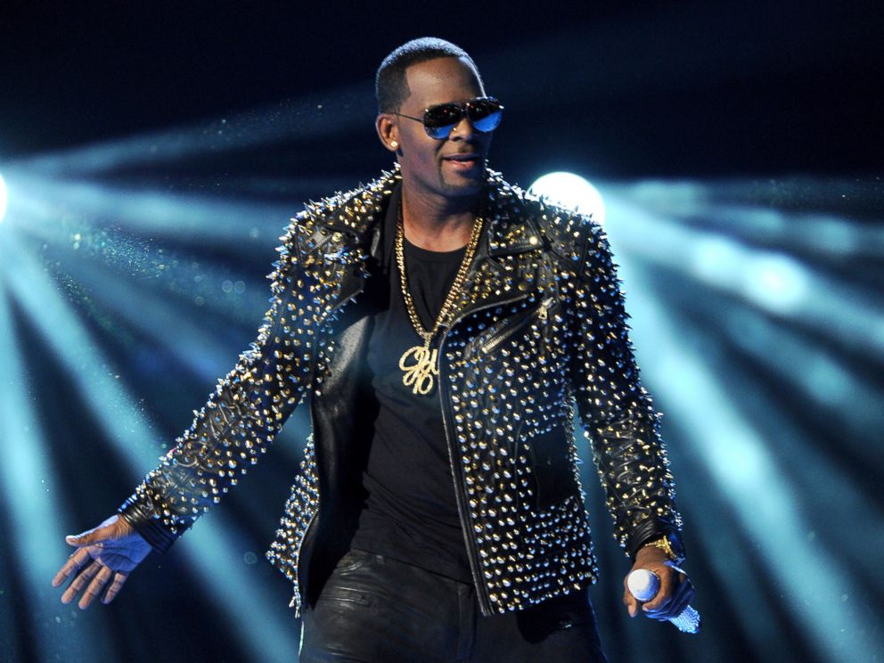 PHOTO: R. Kelly performs at the BET Awards in Los Angeles.