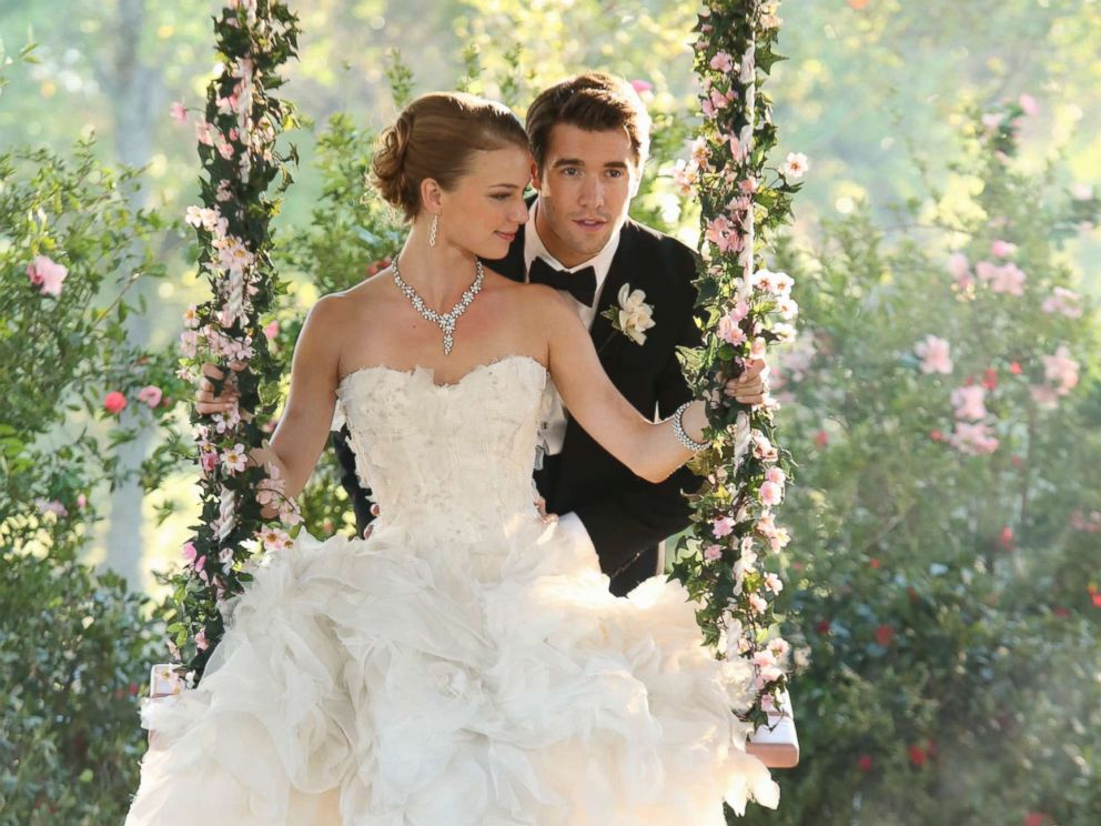 PHOTO: Emily VanCamp and Josh Bowman get married in a December 2013 episode of the show Revenge, on ABC.
