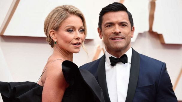 Oscars 2020 Scarlett Johansson And Colin Jost Among Red Carpet S Cutest Celebrity Couples Gma