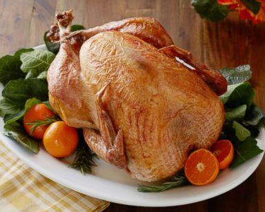 PHOTO: Trisha Yearwoods no baste Thanksgiving turkey.
