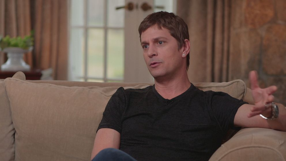 PHOTO: Singer Rob Thomas talks to Nightline about his music and new Chip Tooth Smile tour.