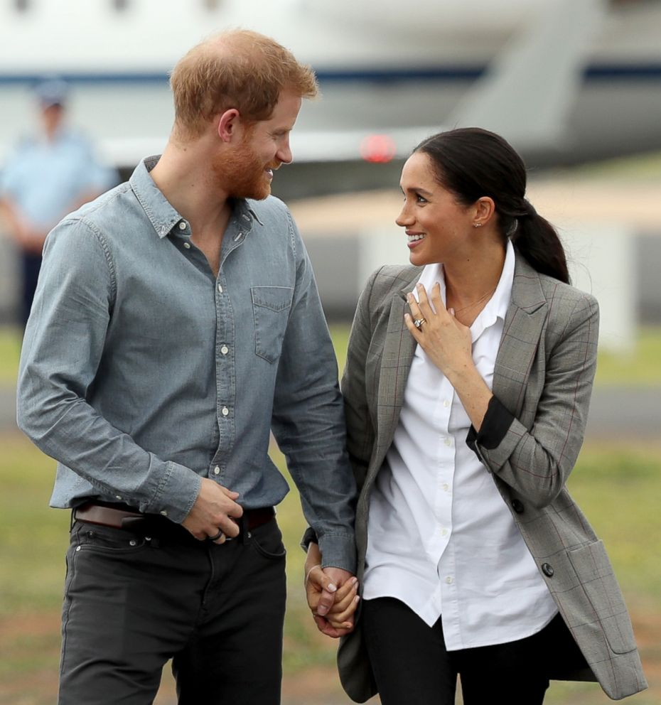 PHOTO: Prince Harry, Duke of Sussex and Meghan, Duchess of Sussex arrive at Dubbo Airport on Oct. 17, 2018, in Dubbo, Australia.