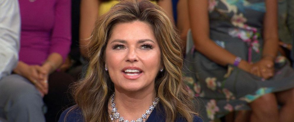 "PHOTO: Shania Twain talks to GMAs Robin Roberts on ""Good Morning America,"" June 17, 2019."
