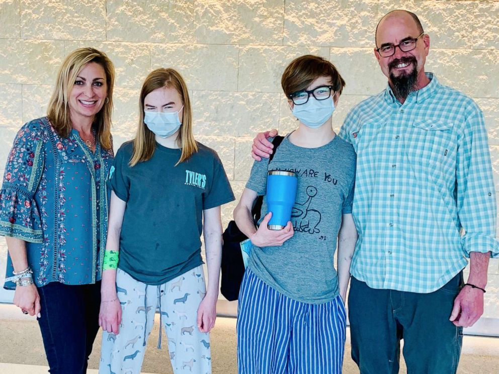 PHOTO: John Ben Shepperd, 18 and Ava Shepperd, 14, underwent kidney transplant surgeries at the same time at University Hospital in San Antonio, Texas, on May 3.