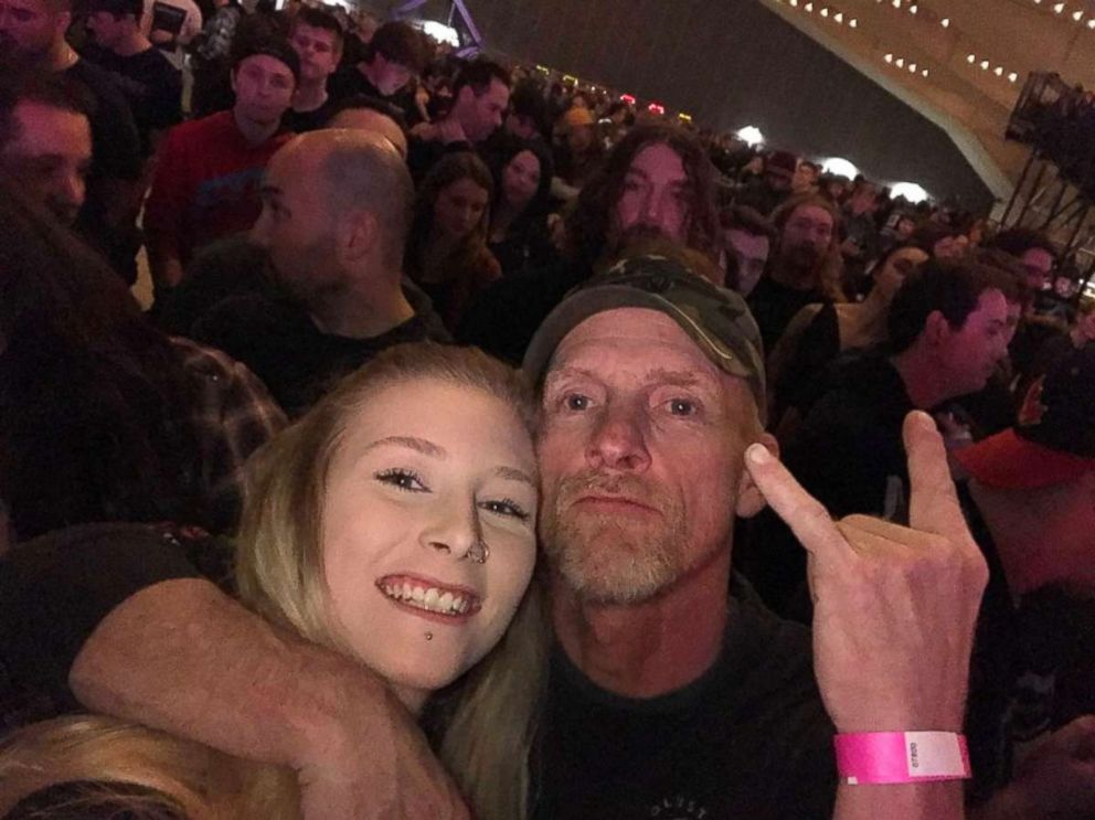 PHOTO: Karri Carberry, 19, and her dad Darrin Carberry were rocking out together when a fellow concert goer captured the moment. Its been viewed 17 million times.
